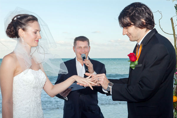 Russian wedding, MC-tamada Misha, wedding Officiant Mikhail Smirnov, Fairmont Mayakoba, Riviera Maya Hotel, Mexico